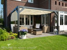 Nesling Pergola Shade Cloth wall 1 Nesling Pergola Wall 1 stands) with off-white Coolfit Harmonica shade cloth # Hot Tub Pergola, Pergola On The Roof, Wisteria Pergola, Curved Pergola, Pergola Curtains, Pergola Attached To House, Metal Pergola, Cheap Pergola, Trendy Tree
