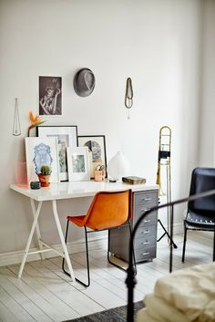 Check Out 25 Chic Scandinavian Home Office Designs. Scandinavian design is extremely popular now, so why not choose this style for your home office decor? Interior Design Examples, Interior Design Inspiration, Interior Modern, Scandinavian Apartment, Scandinavian Home, White Apartment, Home Office Design, Home Office Decor, Office Designs