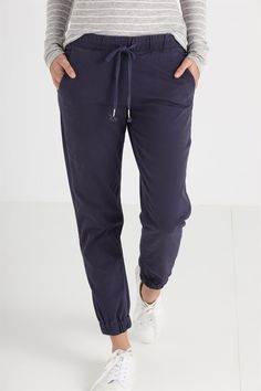 the cuffed chino Classic Outfits, Cool Outfits, Casual Outfits, Fashion Outfits, Trousers Women Outfit, Pants For Women, Clothes For Women, Casual Street Style, Shopping