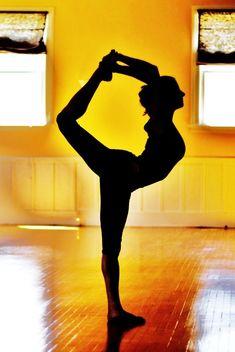 Yoga, natarajasana (dancer pose)
