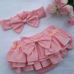 Little Girl Dress Patterns, Kids Dress Patterns, Baby Clothes Patterns, Crochet Baby Clothes, Dresses Kids Girl, Little Girl Outfits, Kids Outfits, Baby Dress Design, Baby Bloomers
