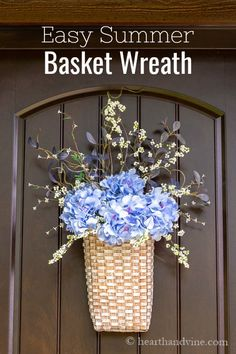 Just a few steps are all you need to create a beautiful basket filled with summer flowers to adorn your home this season. Indoor Wreath, Outdoor Wreaths, Craft Projects For Kids, Diy Projects, Frame Wreath, Front Door Decor, Easy Home Decor, Flower Crafts, Seasonal Decor
