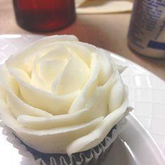 rose cupcake; wedding cake
