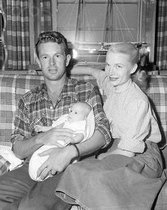 Sterling Hayden, his wife Betty Ann de Noon, and daughter Gretchen Bell in happier times (November 31, 1950