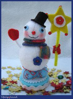 Christmas figurine, felt snowman, holding a star, Christmas ornament, Christmas gift