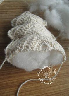 Trendy Crochet Christmas Ball Pattern Ideas - Her Crochet Crochet Doily Diagram, Crochet Box, Crochet Baby Toys, Freeform Crochet, Crochet Doilies, Crochet Flowers, Crochet Christmas Decorations, Christmas Crochet Patterns, Christmas Knitting