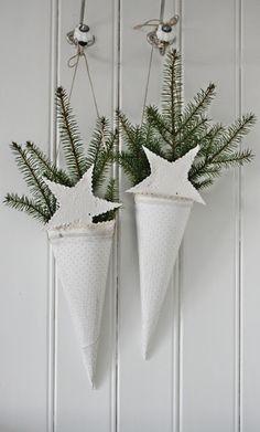 Christmas Cones with White Stars ~ VIBEKE DESIGN