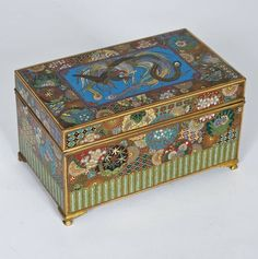 1361: Fine quality antique Japanese cloisonne box : Lot 1361