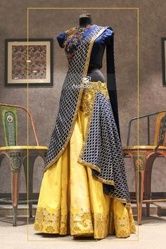 Hanging the dupatta on the side Indian Gowns, Indian Attire, Indian Wear, Indian Outfits, Half Saree Designs, Lehenga Designs, Blouse Designs, Dress Designs, Choli Dress