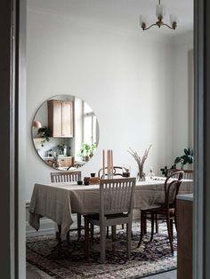 Dagens inspiration: Ett kök i massiv ask (Seventeen doors) Maison Earthship, Earthship Home, Interior Styling, Interior Design, Petites Tables, Contemporary Cottage, House Inside, Dream Rooms, My Dream Home