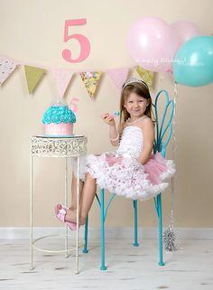Trendy Birthday Photoshoot 2 Year Old Girls Birthday Diy, Girl Birthday, Birthday Parties, Happy Birthday, Little Girl Photography, Children Photography, Girl Pictures, Girl Photos, Festa Hot Wheels