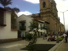 Museo de la Independencia y Catedral Primada, plaza de Bolívar, Bogotá.