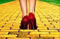 Enlighting Places: Sigue el Camino de las Baldosas Amarillas