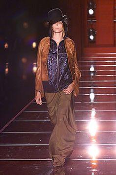 Christian Dior Fall 2001 Couture Fashion Show - Hannelore Knuts, John Galliano