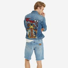 For the open road. Take a walk on the wild side in this washed denim jacket with a turn-down collar and button-up front. The faux stitched rivets on front pleats and 'W' stitched button through flap pockets render an authentic Wrangler look. A colorful, embroidered back featuring a motorcycle graphic adds a cool retro look. This Fall collection is inspired by American roots and styled in Europe with refined fabrics and modern fits. A lifestyle collection fit for everyday wear.