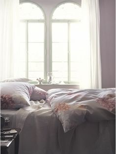 Dream Bedroom | maison-shop.ch Designers Guild, Linen Bedding, Bed Linen, Timeless Beauty, Dream Bedroom, Blanket, Furniture, Home Decor, Interiors
