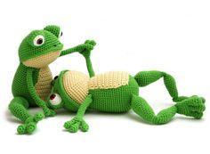 Fritz the Frog amigurumi by YukiYarn Designs