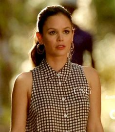 "Hart of Dixie Style and Fashion: Rachel Bilson, as Zoe Hart, wore a Equipment Mina Gingham Blouse on ""Hart of Dixie"" season 2, episode 4, ""Suspicious Minds."