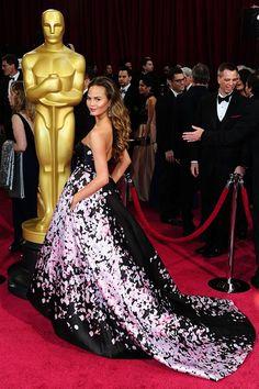 Oscars 2014 - Chrissy Teigen in Monique Lhuillier.