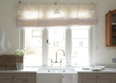 Kitchen: Like marble benchtop and sink.  Handles too fussy.