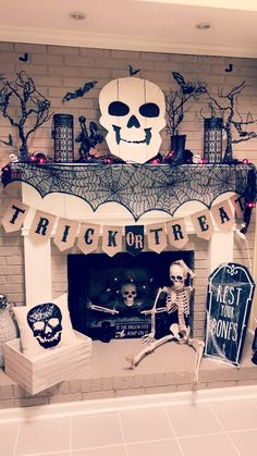 ☞ Unique DIY Halloween Decoration Ideas - Halloween season is about here soon., which means it's the ideal opportunity for creepy Halloween Improvements. I cherish doing Halloween beautifications. Diy Deco Halloween, Halloween Dekoration Party, Happy Halloween, Halloween Tags, Casa Halloween, Halloween Designs, Halloween 2018, Halloween Party Decor, Holidays Halloween