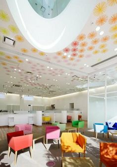 Image 17 of 25 from gallery of Sugamo Shinkin Bank, Shimura Branch / Emmanuelle Moureaux Architecture + Design. Photograph by Nacasa & Partners Inc. Architecture Design, Amazing Architecture, Contemporary Architecture, Building Architecture, Interior Design Magazine, Commercial Interior Design, Commercial Interiors, The Color Of Money, Healthcare Design