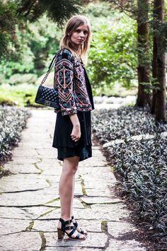 embroidered zara jacket, black dress, culotte, black sandals, chanel boy bag, autumn - Blogger, Hamburg, Streetstyle, Outfit