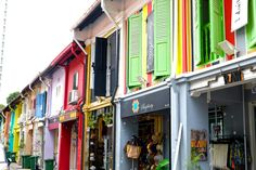 A must do in Singapore is to take a trip down Haji Lane. A narrow, colourful lane filled with street art, shopping and cafes. A hotspot for tourists.