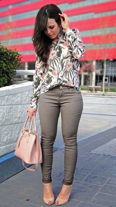 Ready to see 32 Casual Chic Cute Outfits For This Summer? Surely a strong point of a winning look is to make the wearer feel at ease and casual looks are without a doubt the most fashionable and comfortable at the same time! Casual Work Outfits, Mode Outfits, Work Casual, Classy Outfits, Fall Outfits, Work Outfit 2018, Chic Outfits, Casual Work Outfit Winter, Summer Office Outfits