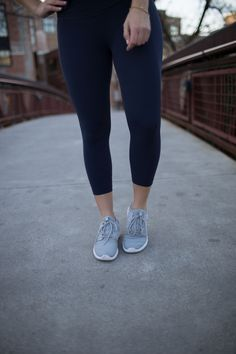 navy workout outfit, fitness inspiration, fitness tips without equipment, nike sneakers - My Style Vita @mystylevita