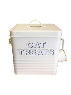Cream Cat Treats TinCountry chic metal cat treats tin with handled lid and cup to scoop and serve.  Size - 20cm