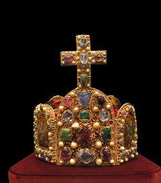 Jóias e símbolos medievais: A coroa de Carlos Magno: jóia adequada ao imperador arquetípico