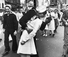 V-J Day kiss in Times Square, 1945
