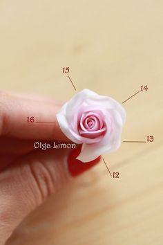 Роза — один из самым популярных цветков в моих изделиях. Она такая простая и такая сложная одновременно :) Для своих изделий я использую небольшой размер цветов и, возможно, именно эта техника приглянется и вам. 1. Необходимые материалы: клей, проволока, маленькие пенопластовые шарики, глина, краска, стек. 2. Внизу будут 3 фотографии, посвященные заготовке под будущие розы для создания объема цветка.