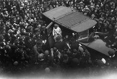 """""""VIVA COMO SE FOSSE MORRER AMANHÃ. APRENDA COMO SE FOSSE VIVER PARA SEMPRE""""- GANDHI - Em 30 de janeiro de 1948 morria em Nova Delhi o líder da independência do país. O advogado e ativista indiano Mohandas Karamchand Gandhi aparece nesta imagem na África do Sul antes de ir para a Inglaterra em1914. Foi nesta ocasião em que o apelido """"Mahatma"""" lhe foi atribuído"""