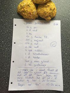 Janne bager Danmarks bedste boller: Her er opskriften Bread Recipes, Baking Recipes, Cookie Recipes, Brunch Salad, Cook N, Cocktail Desserts, Home Bakery, Bread And Pastries, Dough Recipe