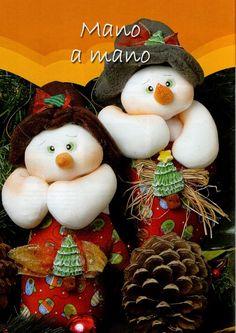 Muñecos soft navidad 2015 - Revistas de manualidades Gratis Christmas Love, Christmas Wreaths, Christmas Crafts, Christmas Ornaments, Diy Craft Projects, Diy Crafts, Felt Projects, Your Favorite, Snowman
