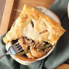 These Chicken Madeira Pot Pies are comfort food classic perfect for cold-winter weather. Chicken Recipes Video, Healthy Chicken Recipes, Carlsbad Cravings, How To Cook Potatoes, Pot Pies, Paula Deen, How To Cook Chicken, Easy Meals, Wood