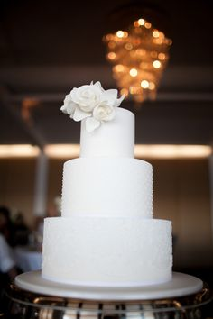 Wedding Cake -- Sleek & Modern but Romantic. See the wedding on SMP: http://www.StyleMePretty.com/australia-weddings/2014/05/22/classic-chowder-bay-wedding/ Photography: TealilyPhotography.com