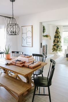 Modern Farmhouse Christmas Living Room with Navy + Copper + Rose Gold - 1111 Light Lane Modern Farmhouse Table, Modern Farmhouse Interiors, Modern Farmhouse Kitchens, Navy Living Rooms, Living Room Modern, Nutrition Education, Navy And Copper, Copper Rose, Kitchen Dinning Room