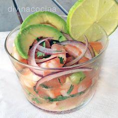 Esta receta de ceviche de langostinos sencillo es una versión rápida y con ingredientes sencillso de los deliciosos ceviches de la cocina latina.
