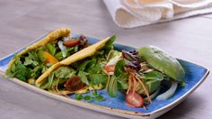 Empanaditas mediterráneas con aceitunas, tomates, feta, menta y perejil - Julius - Julio Bienert - Receta - Canal Cocina