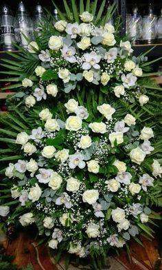 Róże i storczyki Large Flower Arrangements, Large Flowers, Sympathy Flowers, Funeral Flowers, Arte Floral, Wreaths, Wedding Dresses, Birthday, Nature