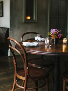 Table and chairs. Would be nice for small table area in kitchen, den, or family room. Table And Chairs, A Table, Dining Chairs, Dining Table, Cafe Chairs, Study Chairs, Reading Chairs, Reading Nooks, Lounge Chairs