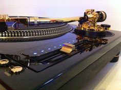 Technics 1200 Check out www.djlooneytunes.de www.facebook.com/... #djlooneytunes #hamburg #hiphop #partyclassics #dj #party #djlooneytunesde #mashups #backinthedays #oldschool #djing #rap #events #turntables #sticker #vinyl #serato #facebook