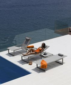 Tribù lounger | Illum lounger with pump system to adjust back and ...