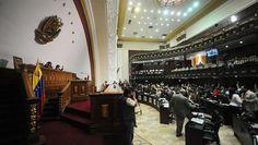 Con 40 minutos de retraso, el acto que daba inicio a la instalación del nuevo período legislativo 2016-2021 en la Asamblea Nacional (AN)comenzó a encaminarse durante la mañana de este martes en el hemiciclo de sesionesubicado en el centro de la capital venezolana. Los diputados de la oposición venezolana se preparaban para asumir la juramentación …