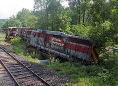 The remains of the iconic train wreck from the movie The Fugitive left abandoned along a stretch of the Smokey Mountain Railroad in North Carolina. Abandoned Train, Abandoned Cars, Abandoned Buildings, City Buildings, Modern Buildings, Abandoned Places, Abandoned Vehicles, Mountain City, City Architecture