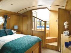Master bedroom at the stern with distinctive staircase Barge Interior, Yacht Interior, Interior Design, Canal Boat Interior, Narrowboat Interiors, Small Yachts, Boat Companies, Houseboat Living, Floating House