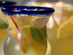 Pisco Sour Sangria recipe from Bobby Flay via Food Network Holiday Cocktails, Cocktail Drinks, Alcoholic Drinks, Beverages, Classic Cocktails, Tropical Sangria Recipe, Sangria Recipes, Bobby Flay Bbq Addiction, Bobby Flay Recipes